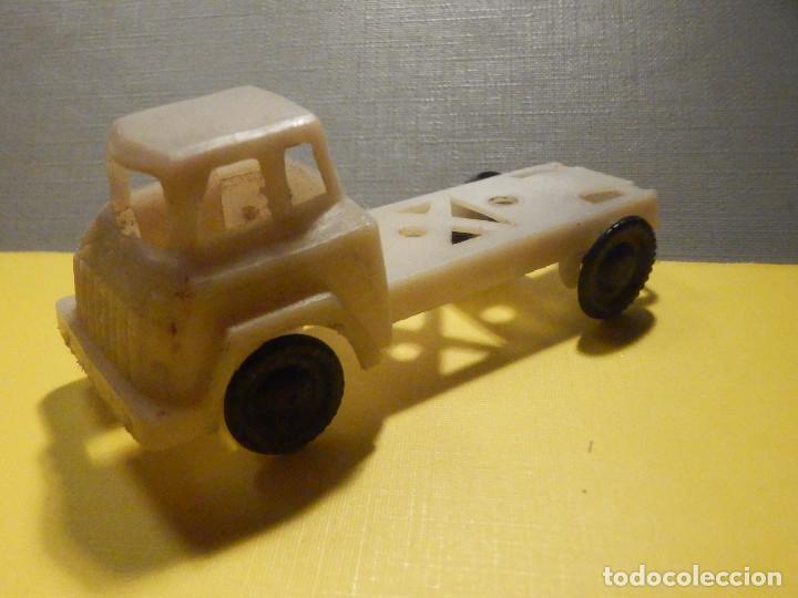 Figuras de Goma y PVC: CAMIÓN PLÁSTICO - CABEZA TRACTORA 2 ejes - Sin caja - KIOSKO 60´S 70´S - Foto 5 - 249271985