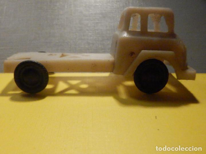Figuras de Goma y PVC: CAMIÓN PLÁSTICO - CABEZA TRACTORA 2 ejes - Sin caja - KIOSKO 60´S 70´S - Foto 6 - 249271985