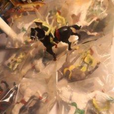 Figuras de Goma y PVC: BUENA COLECCIÓN 10 BOLSAS HEROES DE EL OESTE REIGON PINTADOS A MANO INDIOS Y VAQUEROS TIPO COMANSI. Lote 250273325