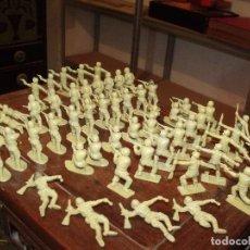 Figuras de Goma y PVC: 56 FIGURAS MONOCROMO SOLDADOS SOLDADITOS 5 CMS DE ALTO 9 POSES DIFERENTES IGNORO FABRICANTE. Lote 251722005