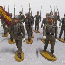 Figuras de Goma y PVC: DESFILE DE 14 SOLDADOS ESPAÑOLES AGUSTÍN TEIXIDO. MUY BUEN ESTADO.. Lote 251795605