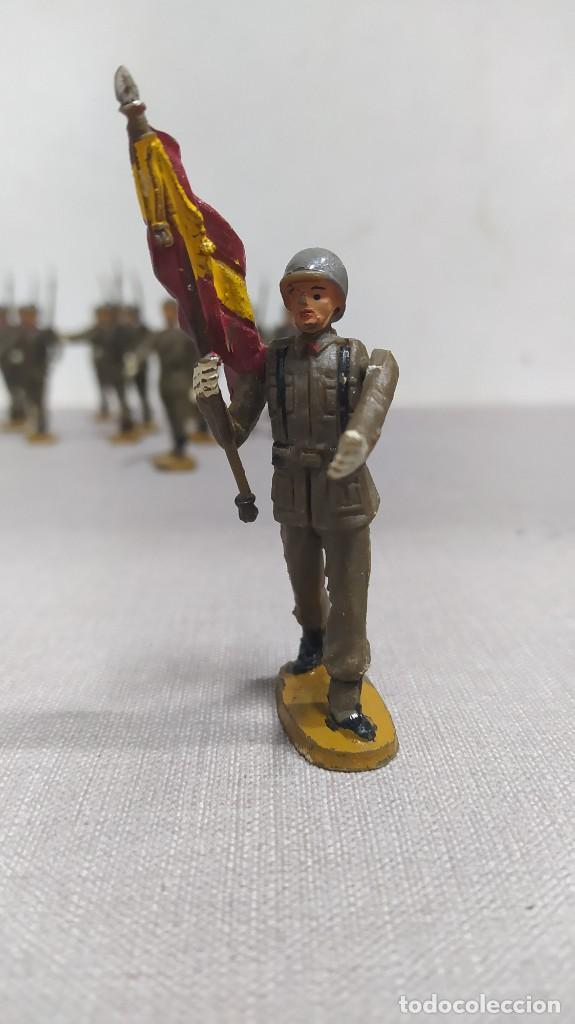 Figuras de Goma y PVC: Desfile de 14 soldados españoles Agustín teixido. Muy buen Estado. - Foto 2 - 251795605
