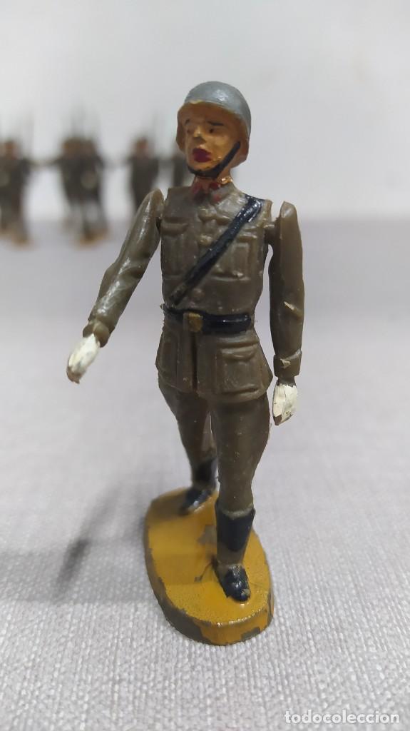 Figuras de Goma y PVC: Desfile de 14 soldados españoles Agustín teixido. Muy buen Estado. - Foto 3 - 251795605