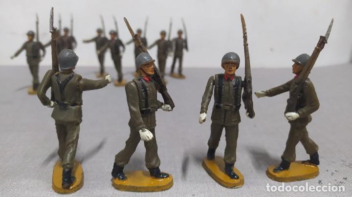 Figuras de Goma y PVC: Desfile de 14 soldados españoles Agustín teixido. Muy buen Estado. - Foto 4 - 251795605
