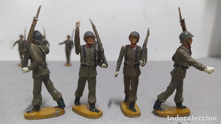 Figuras de Goma y PVC: Desfile de 14 soldados españoles Agustín teixido. Muy buen Estado. - Foto 5 - 251795605