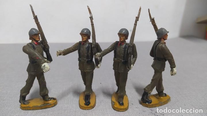 Figuras de Goma y PVC: Desfile de 14 soldados españoles Agustín teixido. Muy buen Estado. - Foto 6 - 251795605