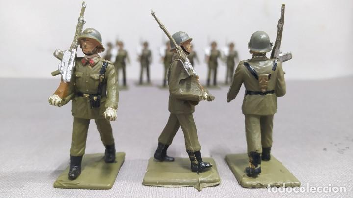 Figuras de Goma y PVC: Desfile de 12 soldados españoles Reamsa. Buen Estado - Foto 6 - 251804355