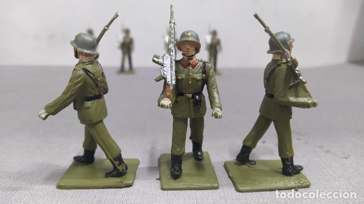 Figuras de Goma y PVC: Desfile de 12 soldados españoles Reamsa. Buen Estado - Foto 7 - 251804355