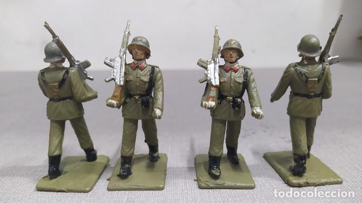 Figuras de Goma y PVC: Desfile de 12 soldados españoles Reamsa. Buen Estado - Foto 8 - 251804355
