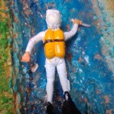 Figuras de Goma y PVC: SUBMARINISTA. Lote 252350225