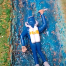 Figuras de Goma y PVC: SUBMARINISTA. Lote 252351610