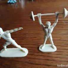 Figuras de Goma y PVC: 2 FIGURAS DE DEPORTISTAS (COMANSI, JECSAN, REIGON, LAFREDO, SOTORRES, ETC.). Lote 252581510