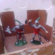 Figuras de Goma y PVC: GUERREROS MEDIAVALES. Lote 252795385