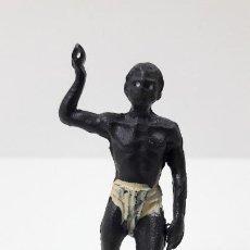 Figuras de Goma y PVC: GUERRERO AFRICANO NEGRO . REALIZADO POR GAMA . SERIE LAS MINAS DEL REY SALOMON . AÑOS 50 EN GOMA. Lote 252930350