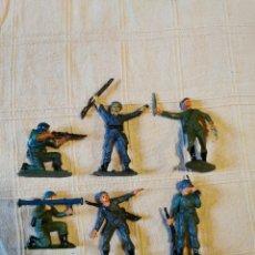 Figuras de Goma y PVC: LOTE SOLDADOS JECSAN CASCOS AZULES PINTADOS. Lote 253705370