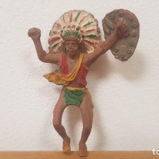 Figuras de Goma y PVC: JINETE JEFE INDIO GRANDE CON ESCUDO EN GOMA AÑOS 50 LAFREDO, REAMSA, PECH, TEIXIDO..... Lote 253769765