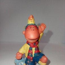 Figuras de Goma y PVC: LOS TWEENIES JAKE BUFANDA BARÇA - FIGURA MUÑECO PVC - MARCA BULLYLAND 1998. Lote 253801945