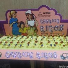 Figuras de Goma y PVC: FASHION RINGS CAJA DE ANILLOS AÑOS 80, CON 72 ANILLOS DE JUGUETE, TOTALMENTE NUEVA. Lote 253820830