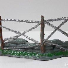 Figuras de Goma y PVC: DEFENSA - SACOS CON ALAMBRADA . REALIZADA POR COMANSI . ORIGINAL AÑOS 60. Lote 254227860