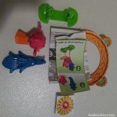 Figuras Kinder: KINDER PASCUA 2021 MUÑECO ANIMAL BOSQUE COMPLETO BPZ PAPEL FIGURITA VV ANIMALITO PAJARO LORO 390. Lote 254363635