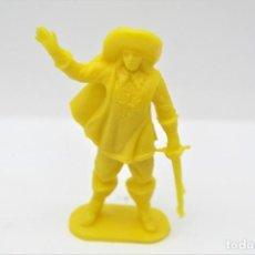 Figuras de Goma y PVC: ANTIGUA FIGURA EN PLÁSTICO. SERIE MOSQUETEROS. AÑOS 70.. Lote 254400810
