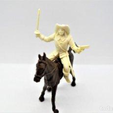 Figuras de Goma y PVC: ANTIGUA FIGURA EN PLÁSTICO. SERIE MOSQUETEROS. AÑOS 70.. Lote 254401735