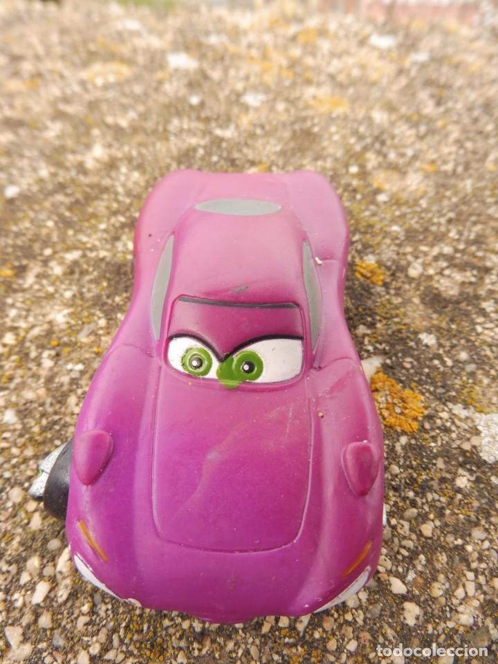 Figuras de Goma y PVC: Bullyland figura goma pvc Disney Pixar Cars coche Holley Shiftwell con etiqueta - Foto 2 - 254423020