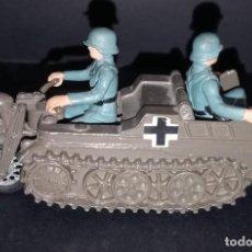 Figuras de Goma y PVC: BRITAINS KETTENKRAAD ALEMAN EN METAL CON 2 SOLDADOS DE GOMA. Lote 254462825