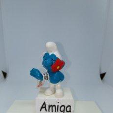 Figuras de Goma y PVC: PITUFO PRESUMIDO CON FLOR EN EL CUELLO - PEYO - SCHLEICH. Lote 254541775