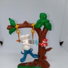 Figuras de Goma y PVC: PITUFO EN TRAPECIO EN ARBOL - PEYO - SCHLEICH. Lote 254544355