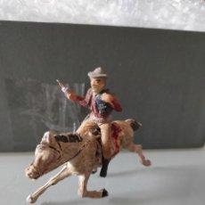 Figuras de Goma y PVC: VAQUERO LAFREDO AÑOS 50 GOMA DIFÍCIL PECH A CABALLO EN GOMA. Lote 254593065
