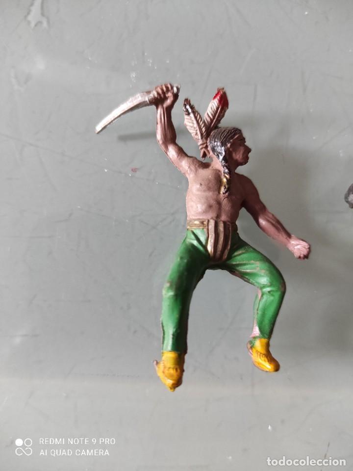 Figuras de Goma y PVC: Vaqueros indios lafredo años 50 goma difícil pech a caballo en goma - Foto 4 - 254593560