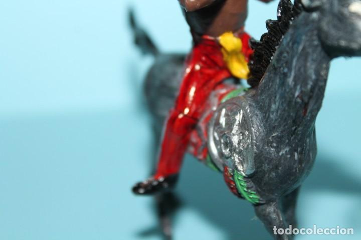 Figuras de Goma y PVC: FIGURA DEL OESTE. INDIO A CABALLO, DISPARANDO. PINTURA ORIGINAL. AÑOS 60. COMANSI. - Foto 6 - 255451745
