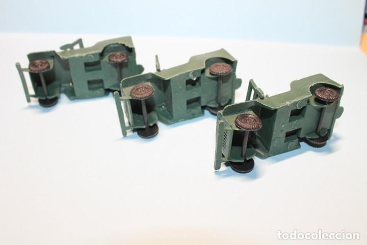 Figuras de Goma y PVC: TRES JEEPS DEL EJERCITO. MONTAPLEX O SIMILAR. AÑOS 60-70. LONGITUD APROX. 6,5 cm. - Foto 4 - 255548780