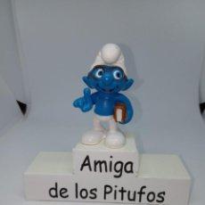 Figuras de Goma y PVC: PITUFO INTELECTUAL CON LIBRO BAJO EL BRAZO - SCHLEICH. Lote 257532420