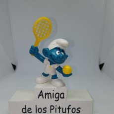 Figuras de Goma y PVC: PITUFO CON RAQUETA AMARILLA Y PELOTA AMARILLA - TENISTA -SCHLEICH. Lote 257536600