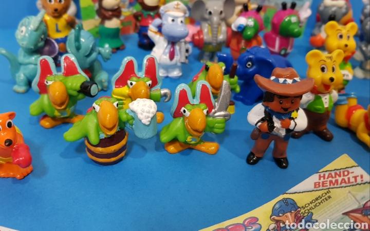 Figuras Kinder: LOTE 32 MUÑECOS KINDER SORPRESA + 7 folletos / HUEVOS KINDER / - Foto 5 - 260281445