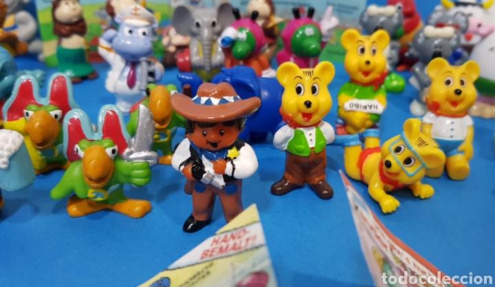 Figuras Kinder: LOTE 32 MUÑECOS KINDER SORPRESA + 7 folletos / HUEVOS KINDER / - Foto 6 - 260281445