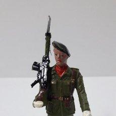 Figuras de Goma y PVC: PARACAIDISTA EN DESFILE . REALIZADO POR GOMARSA / SOLDIS . AÑOS 70. Lote 260302105