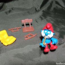 Figuras de Goma y PVC: PAPA PITUFO FUMANDO EN PIPA EN MECEDORA SCHLEICH NUEVO. Lote 260464085