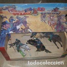 Figuras de Goma y PVC: CAJA DE CABALLERIA FEDERAL DE LA SERIE WILD WEST REF 7401 DE BRITAINS. Lote 261153785
