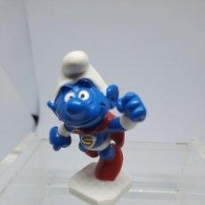 Figuras de Goma y PVC: PITUFO SUPERMAN - INICIANDO EL VUELO - SCHLEICH. Lote 261284260