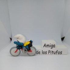 Figuras de Goma y PVC: PITUFO- CICLISTA SIN PEANA - REPUESTOS - DESPIECE - ACCESORIOS - PEYO-SCHLEICH. Lote 261856330
