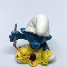Figuras de Goma y PVC: PITUFOS COSTURERO -SCHLEICH. Lote 261996490