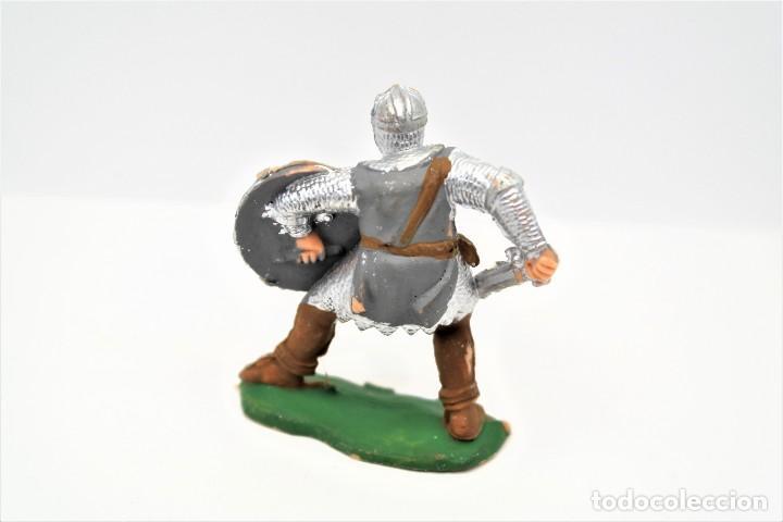 Figuras de Goma y PVC: Antigua Figura Medieval en Plástico. Reamsa. Versión de El Príncipe Valiente. 60 mm. - Foto 2 - 261999900