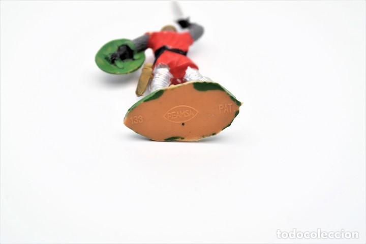 Figuras de Goma y PVC: Antigua Figura en Plástico. Serie Caballeros Cruzados de Reamsa. Pat 133 - Foto 4 - 262033010