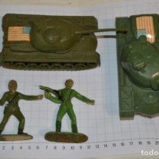 Figuras de Goma y PVC: 2 SOLDADOS AMERICANO E ITALIANO Y 2 TANQUES / DE COMANSI / NOVOLINEA - PLÁSTICO / PVC ¡MIRA FOTOS!. Lote 262117845