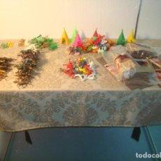 Figuras de Goma y PVC: LOTE 163 FIGURAS COMANSI PISTOLEROS INDIOS DECORACION + FUERTE FORT TIN. Lote 262427125