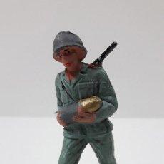 Figuras de Goma y PVC: SOLDADO ALEMAN - SERVIDOR DE CAÑON . REALIZADO POR PECH . ORIGINAL AÑOS 60. Lote 262537305