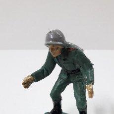 Figuras de Goma y PVC: SOLDADO ALEMAN - TIRADOR DE CAÑON . REALIZADO POR PECH . ORIGINAL AÑOS 60. Lote 262537500